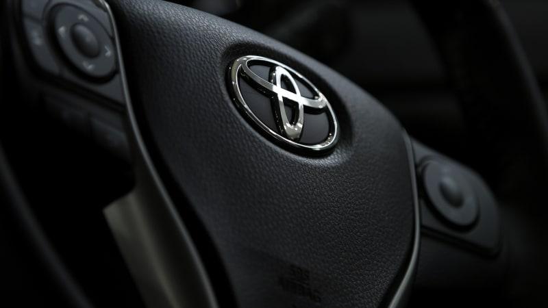 U.S. judge dismisses criminal charge in Toyota sudden acceleration case