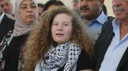 La adolescente palestina detenida por abofetear a soldados israelíes sale de