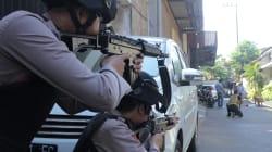 Un'altra famiglia kamikaze si fa esplodere in Indonesia. Sopravvive solo una bimba di 8