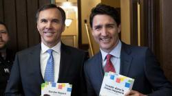 Bill Morneau présente un budget préélectoral écrit à l'encre
