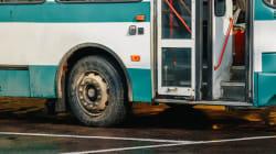 Migrante 15enne viaggia per 2 giorni nascosto nel motore di un bus: salvato