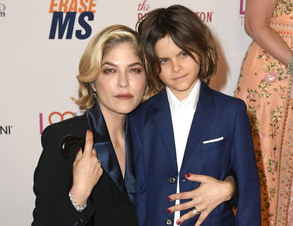 Selma Blair shaves her head -- with son's help
