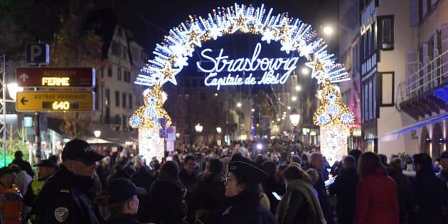 Des policiers déployés sur le marché de Noël à Strasbourg