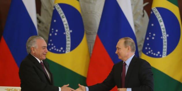 Em Moscou,  Michel Temer e Vladimir Putin firmaram acordos comerciais. Este é um sinal da recuperação econômica proposta pelo governo.