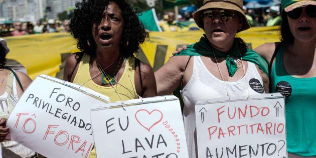Protesto contra a corrupção no Rio de Janeiro.