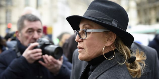 """Sheila réagit aux commentaires sur la mort de son fils Ludovic Chancel et se dit """"profondément blessée"""" (photo: Sheila aux funérailles du chanteur Michel Delpech le 8 janvier 2016)"""