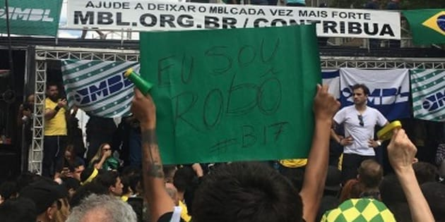 Apoiadores de Bolsonaro ironizaram acusações sobre Caixa 2.