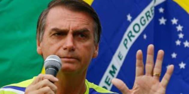 Aproveitando denúncias contra Temer, Jair Bolsonaro faz pré-campanha eleitoral.