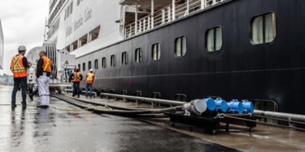 Le navire de croisière de Holland America, Veendam.
