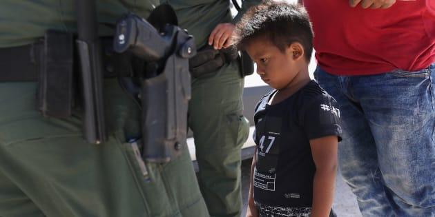 Especialistas em imigração que estão trabalhando para reunir as famílias dizem que o governo Trumo não tem nenhum sistema em operação para resolver um problema que ele próprio criou.
