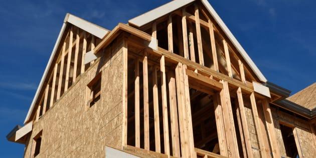 Il faut quand même garder en tête que les matériaux de construction ne constitue qu'un des éléments qui ont un impact sur le coût d'une habitation.