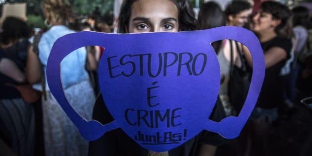 Projeto prevê pena para estupro coletivo de pelo menos 8 anos e no máximo 16 anos e 8 meses.