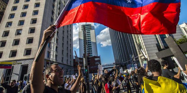 Em maio, venezuelanos residentes em São Paulo protestaram contra o presidente Nicolás Maduro e as violações aos direitos humanos no país.