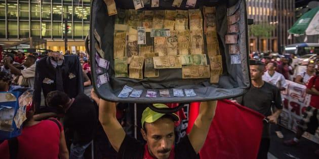 Protesto em São Paulo contra as políticas econômicas e os casos de corrupção no governo de Michel Temer.