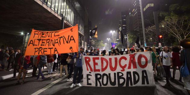 """Bolsonaro: """"Por mim seria para 14, mas aí dificilmente seria aprovada. Pode ter certeza que reduzindo a maioridade penal, a violência no Brasil tende a diminuir""""."""