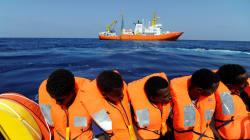 Tras ser rescatados por barco 'Aquarius', migrantes africanos no tienen a donde