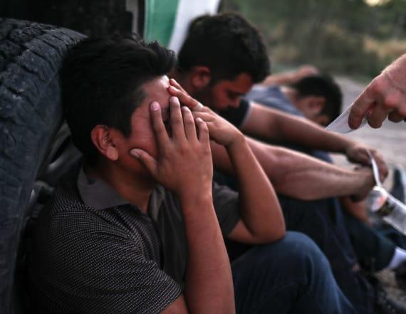 Judge extends halt of border deportations