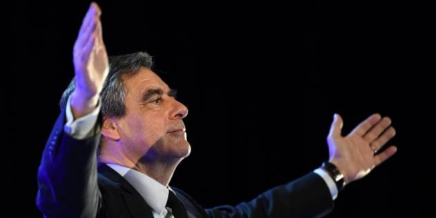 Qu'est-ce qui fait tenir François Fillon? / AFP PHOTO / ANNE-CHRISTINE POUJOULAT