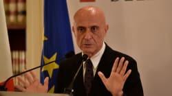Migranti, Minniti a Parigi per il vertice tra Italia, Francia e Germania. Il ministro punta a un'intesa prima del Consiglio d...