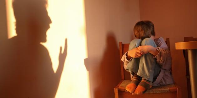 Ces principes entourant la neutralité ne devraient pas justifier le fait que des intervenants se ferment les yeux sur la violence pour maintenir à tout prix les contacts père-enfant.