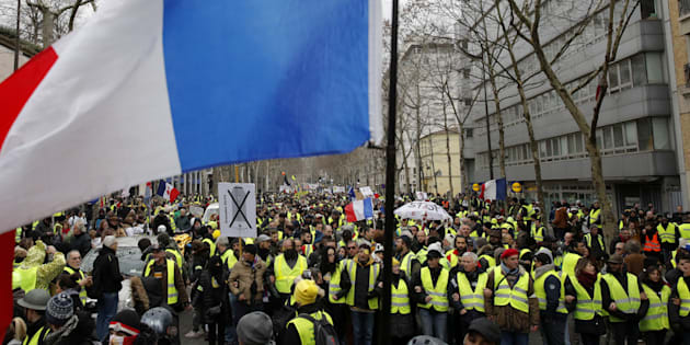 Gilet gialli: nuovi scontri a Parigi