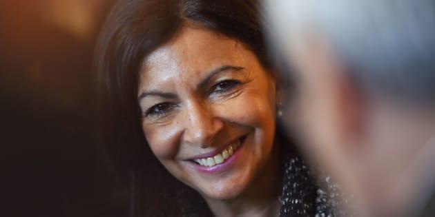 """""""Baisse record"""" du trafic à Paris, Anne Hidalgo se félicite de sa politique."""