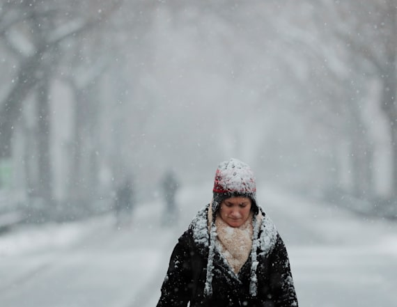 Powerful spring snow storm roars across US region