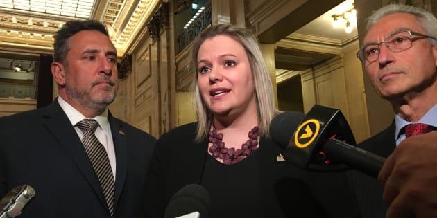 Christine Black, mairesse de Montréal-Nord, Jim Beis, maire de Pierrefonds-Roxboro (gauche), Dominic Perri, conseiller municipal de Saint-Léonard (droite).