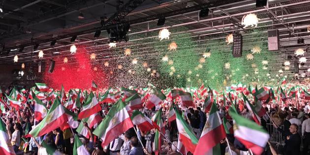 Des milliers d'Iraniens rassemblés lors de l'événement organisé par le Conseil national de la Résistance iranienne au Parc des Expositions de Villepinte à Paris, le 30 juin 2018.