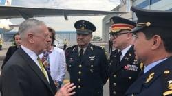 En plena tensión, el secretario de Defensa de EU llega a México para el Grito de