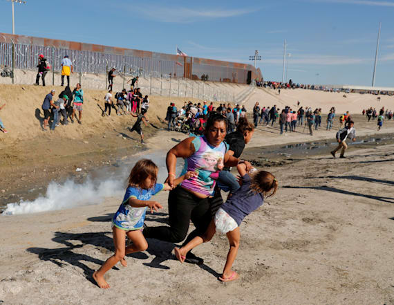 Mom and kids in tear gas photo allowed into U.S.