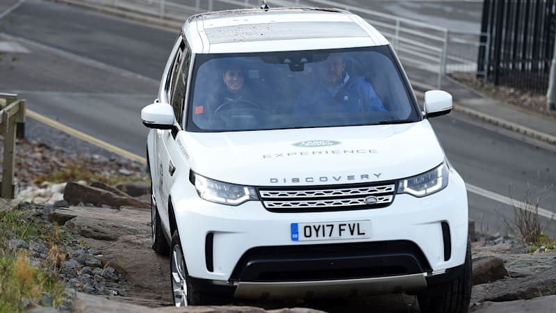 London Jaguar Land Rover Jlr Is Set To Cut More Jobs In Britain As It Moves All Production Of Its Discovery Car Lower Cost Slovakia Before Building