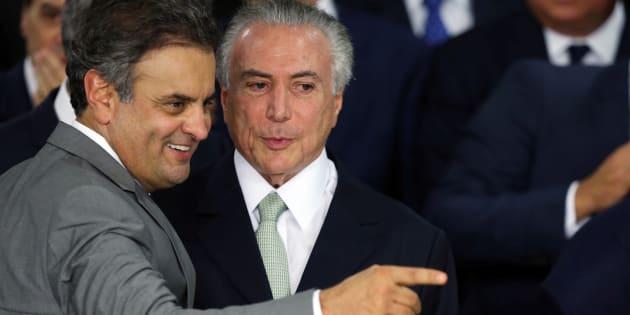 Aécio e Temer comemoram posse deste logo após Senado aprovar impeachment de Dilma.