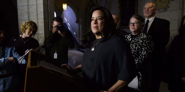 La ministre de la Justice, Jody Wilson-Raybould, a tenu une conférence de presse pour répondre aux questions des journalistes sur le projet de réforme du système judiciaire canadien.