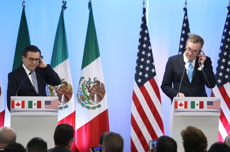 Chrystia Freeland, Canciller de Canadá, Ildefonso Guajardo, secretario de Economía de México y Robert Lighthizer, representante de Comercio Exterior de los Estados Unidos, durante la conferencia de cierre de la Segunda Ronda Negociaciones del TLCAN, en Ciudad de México, el 5 de septiembre de 2017.