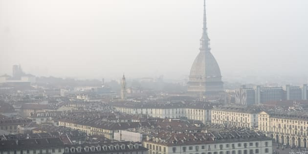 TURIN, ITALY - 2017/10/20: General view of Turin on a day of environment alert due to air pollution. Due to poor air quality the Municipality of Turin has temporarily limited the use of diesel car. The Municipality has also recommended to stay at home and avoid outdoor sports activities. (Photo by Nicol�Campo/LightRocket via Getty Images)