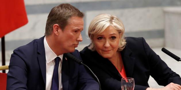 Marine Le Pen et Nicolas Dupont-Aignan en conférence de presse à Paris samedi 29 avril.