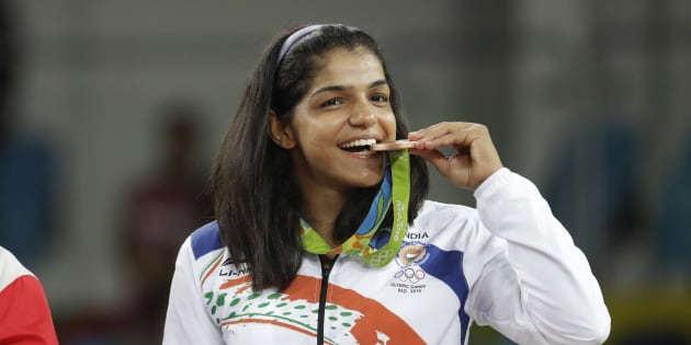 India's Sakshi Malik poses with her bronze medal