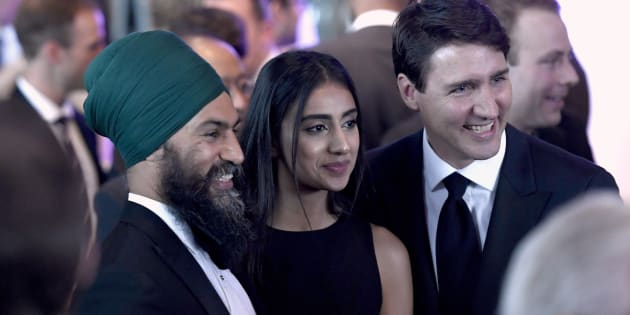 Prime Minister Justin Trudeau poses for a photo with NDP Leader Jagmeet Singh and his wife Gurkiran Singh, centre, at the Parliamentary Press Gallery Dinner at the Museum of History in Gatineau, Que., on May 26, 2018.