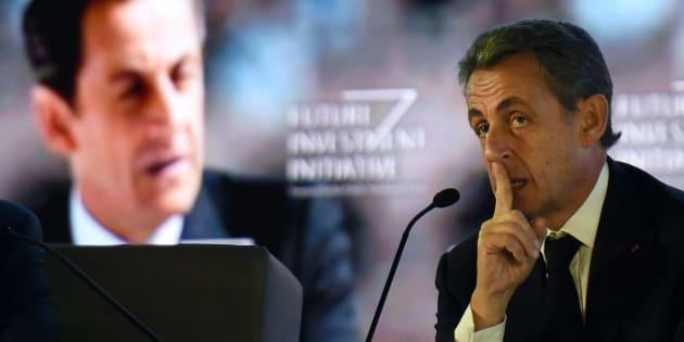 Nicolas Sarkozy prononçant un discours en Arabie Saoudite en octobre 2017.