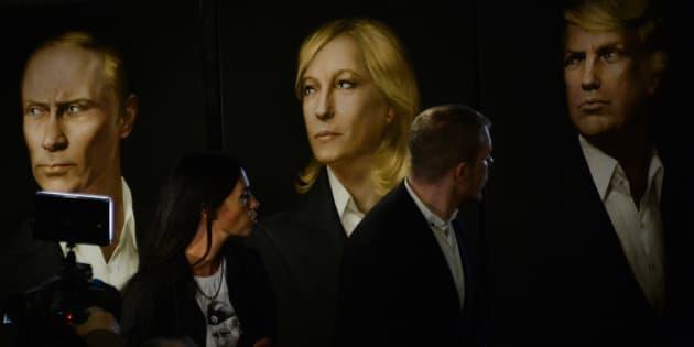 Des portraits de Vladimir Poutine, Marine Le Pen et Donald Trump exposés à Moscou.