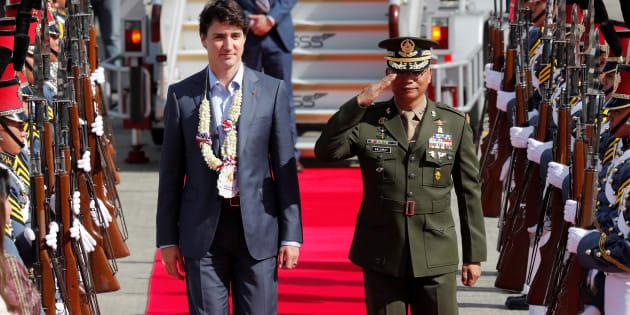 Justin Trudeau à son arrivée aux Philippines pour le Sommet de l'Association des nations de l'Asie du Sud-Est.