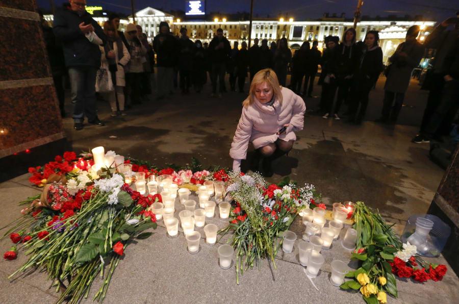 Russos prestaram homenagens às vítimas.