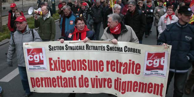 Les retraités manifestent une nouvelle fois contre la politique du gouvernement, accusé de faire baisser leurs pensions.