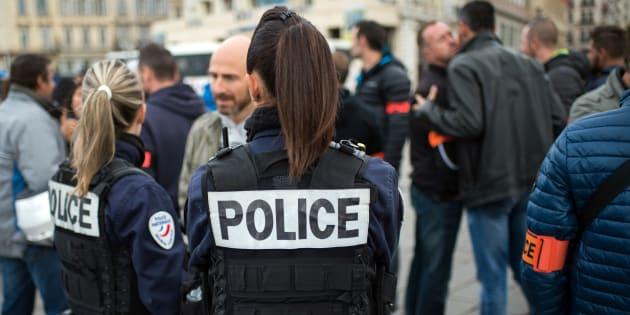 Des agents de police rassemblés sur le Vieux Port de Marseille le 23 octobre 2016.