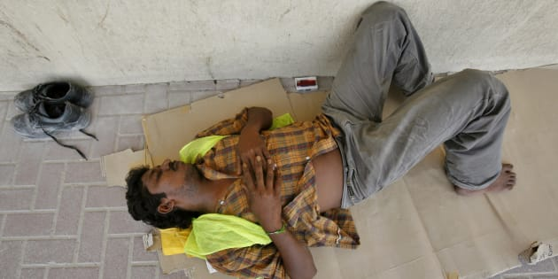 An Indian worker gets some rest during a very hot summer in Dubai, United Arab Emirates September 3, 2007. About  279,000 illegal workers had taken advantage of a three-month amnesty to either regularise their situation or decide to leave the country, local media reported.  REUTERS/Ahmed Jadallah  (UNITED ARAB EMIRATES)