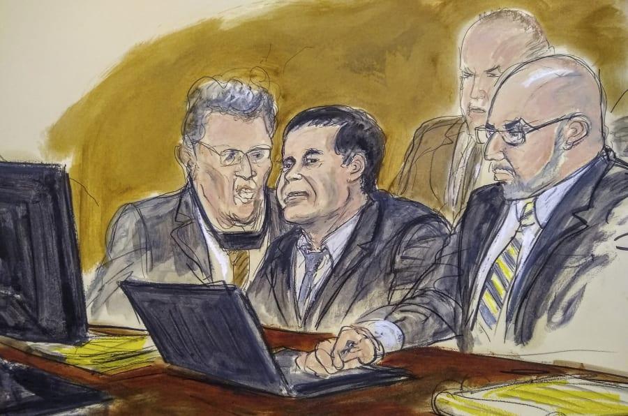 Un caricaturista dibuja al Chapo atento al juicio que se le sigue en Estados Unidos.