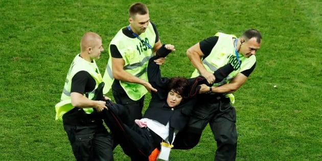 Quatre Pussy Riot emprisonnés après leur intrusion lors de la finale