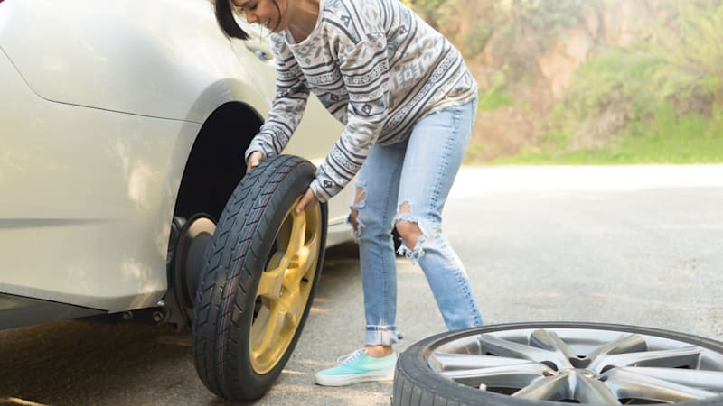 how to say fix a flat tire in spanish