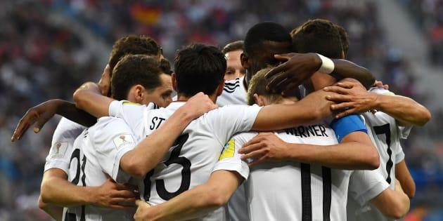 Pourquoi les joueurs ont observé une minute de silence avant Allemagne-France.